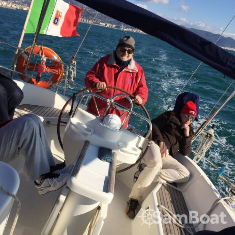 Bénéteau Oceanis 411 entre particuliers et professionnel à Porto di Salerno