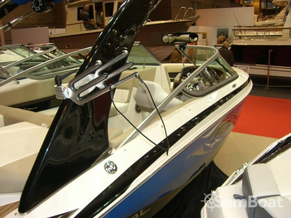 Hire Motor boat with or without skipper Régal Aix-les-Bains