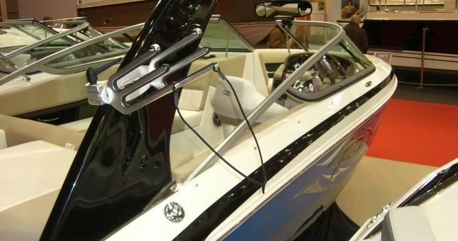 Louer Bateau à moteur avec ou sans skipper Régal à Aix-les-Bains