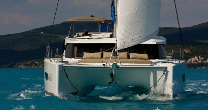 Location bateau Fountaine Pajot Lucia 40 à Cannes sur Samboat
