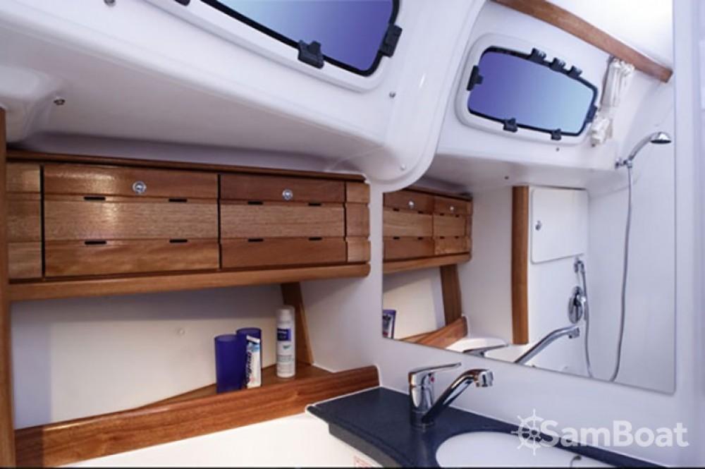 Bavaria Cruiser 50 zwischen Privatpersonen und professionellem Anbieter Split