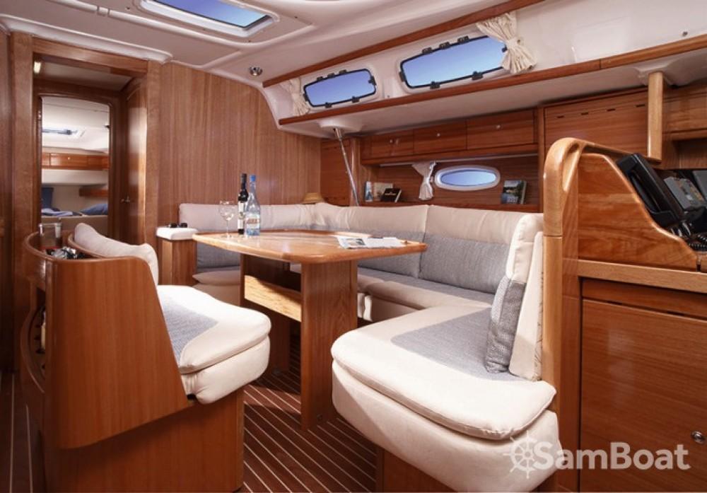 Bavaria Cruiser 46 zwischen Privatpersonen und professionellem Anbieter Split