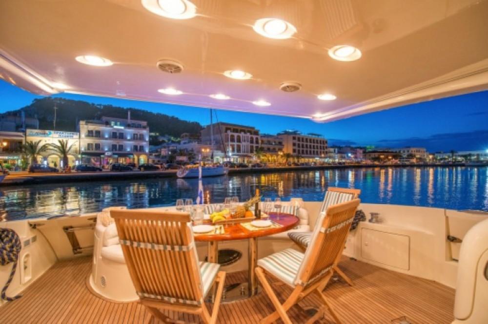 Ein Azimut-Benetti-Yachts Azimut 68 EVO - 4 cab. mieten in Split