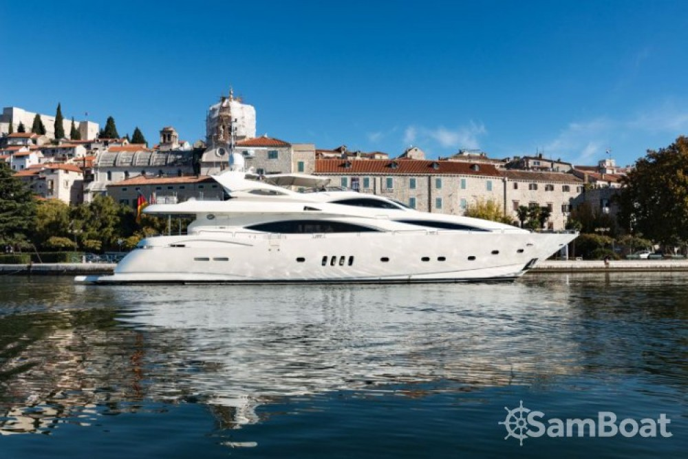 Sunseeker-International Sunseeker Yacht 105 zwischen Privatpersonen und professionellem Anbieter Split