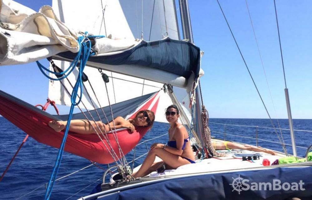 Bénéteau Oceanis 473 zwischen Privatpersonen und professionellem Anbieter Port Pierre Canto