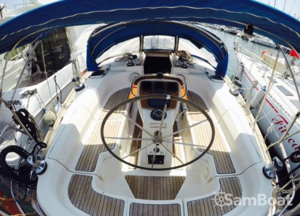 Bavaria Cruiser 42 zwischen Privatpersonen und professionellem Anbieter Barcelona