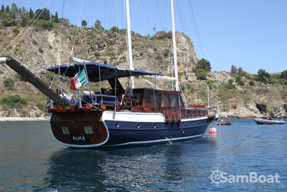Hire Sailboat with or without skipper Caicco Catania