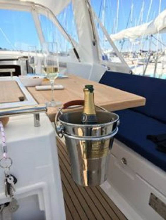 Rental yacht Saint-Florent - Bénéteau Oceanis 38 on SamBoat