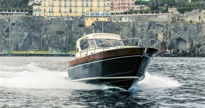 Louer Bateau à moteur avec ou sans skipper Apreamare à Sorrento
