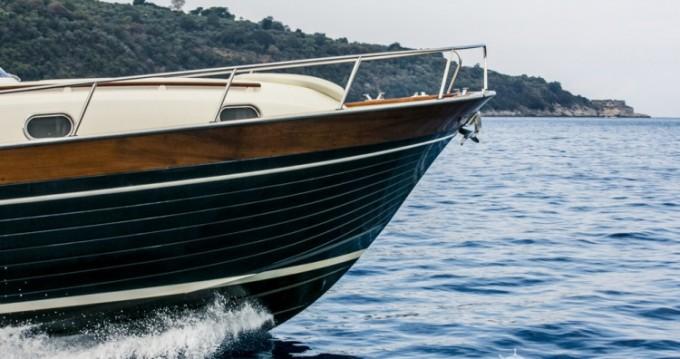 Noleggio Barca a motore con o senza skipper Apreamare Sorrento