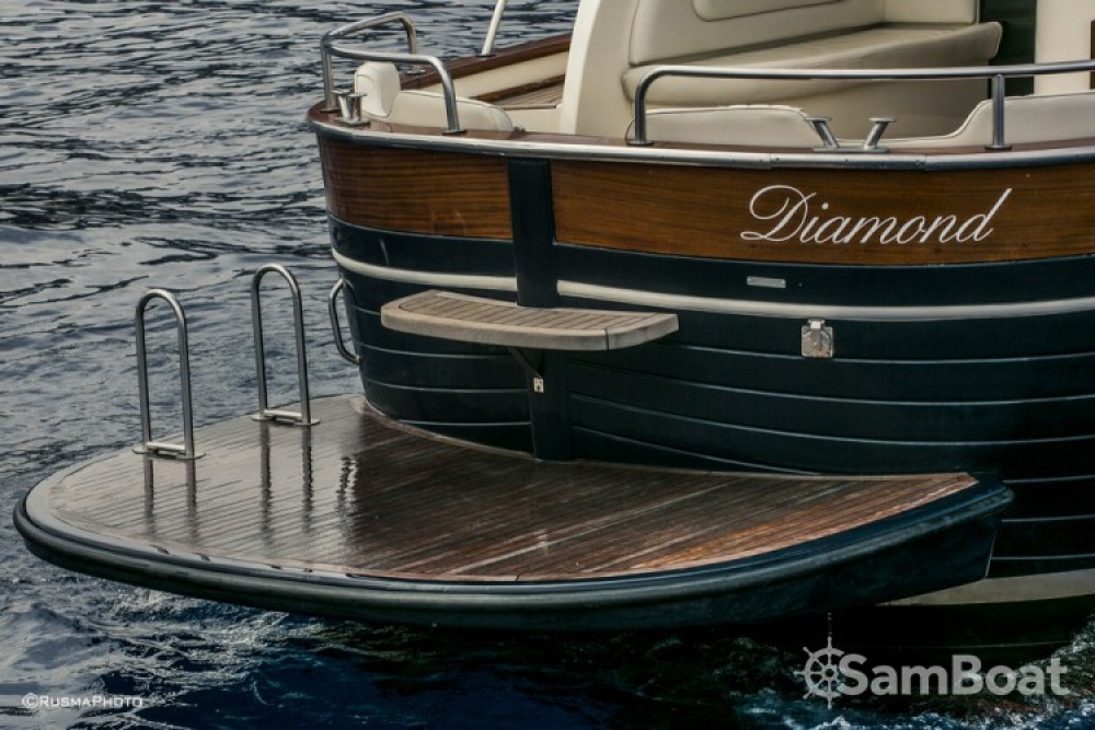 Noleggiare un'Apreamare Apreamare 38 diamond Sorrento