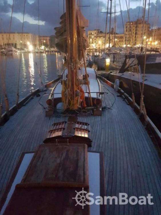 Ein Cantieri-P-Jouet-Et-Cie Sloop 18 metri stazza internazionale mieten in Palermo
