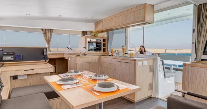 Catamararno a noleggio Central Greece al miglior prezzo