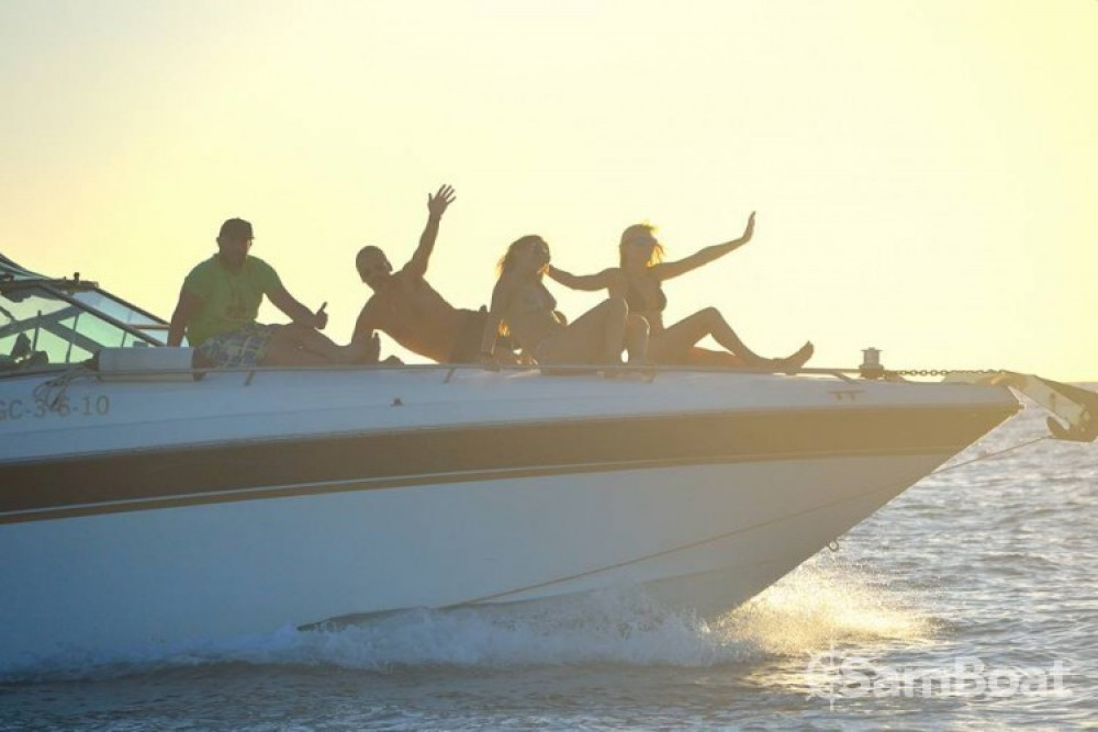 Boat rental Sea Ray Sea Ray 380 Sundancer in  on Samboat