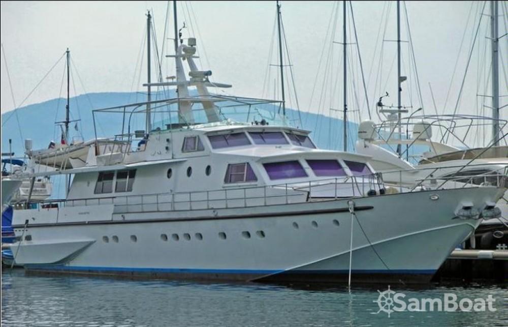 Boat rental Baglietto 26M in Fiumicino on Samboat