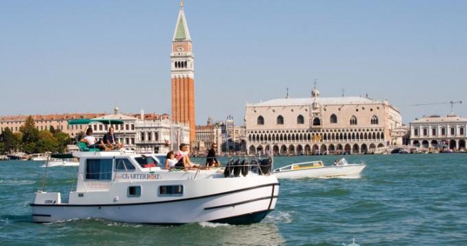 Location bateau New-Con-Fly SUITE 8,90 à Chioggia sur Samboat