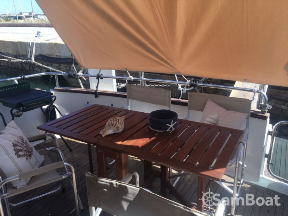 Boat rental Azimut Absolute 43 Fly in Isthintini/Stintino on Samboat