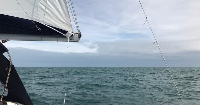 Location bateau Jeanneau Sun Odyssey 389 à Saint-Cast-le-Guildo sur Samboat