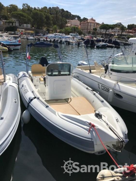 Rent a Motonautica Vesuviana MV 700 La Ciotat