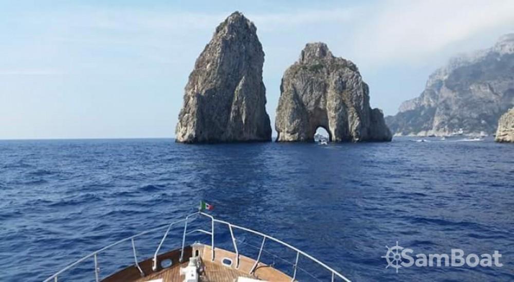 Location bateau Cantieri Di Pisa Akhir 16,60 à Salerne sur Samboat