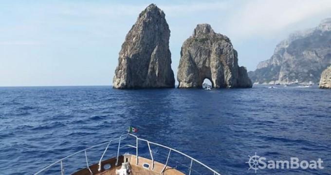 Louer Bateau à moteur avec ou sans skipper Cantieri Di Pisa à Salerno