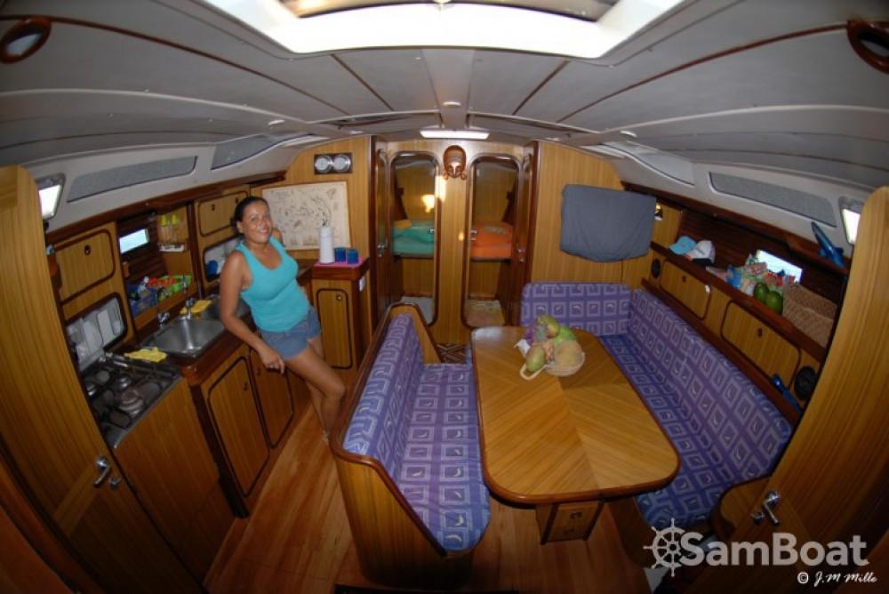 Boat rental Bénéteau Oceanis 430 in Federal Dependencies on Samboat