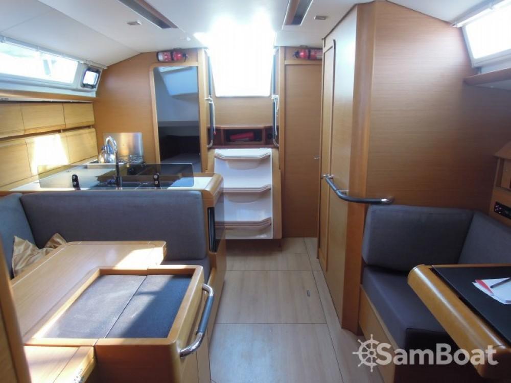 Rental Sailboat in La Trinité-sur-Mer - Jeanneau Sun Odyssey 409
