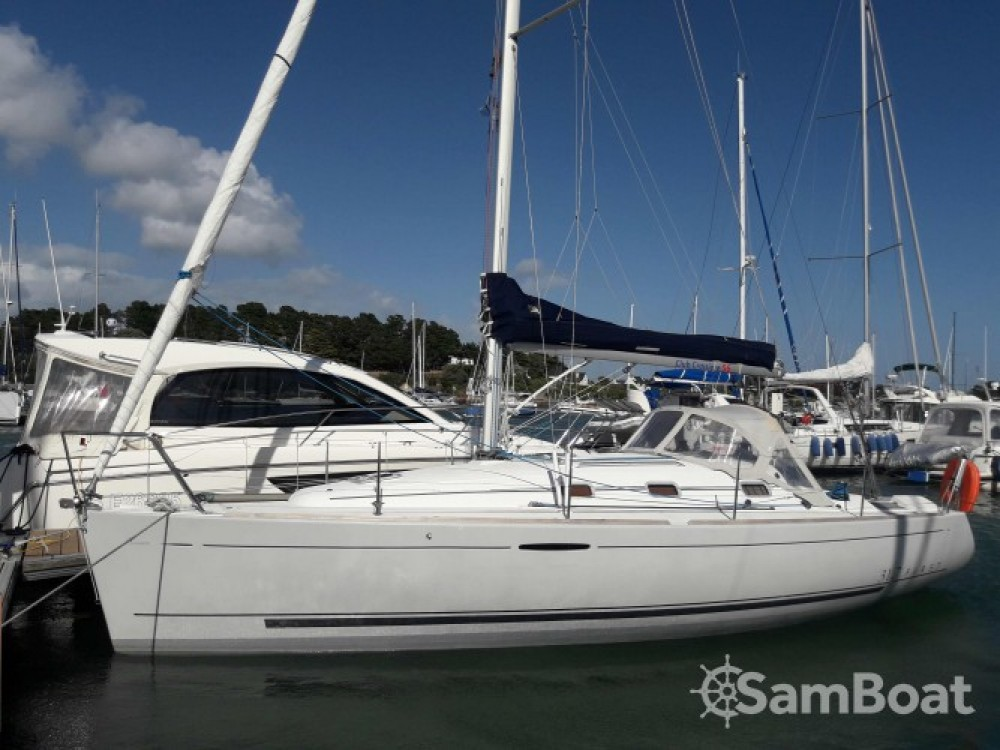 Rental Sailboat in La Trinité-sur-Mer - Bénéteau First 31.7