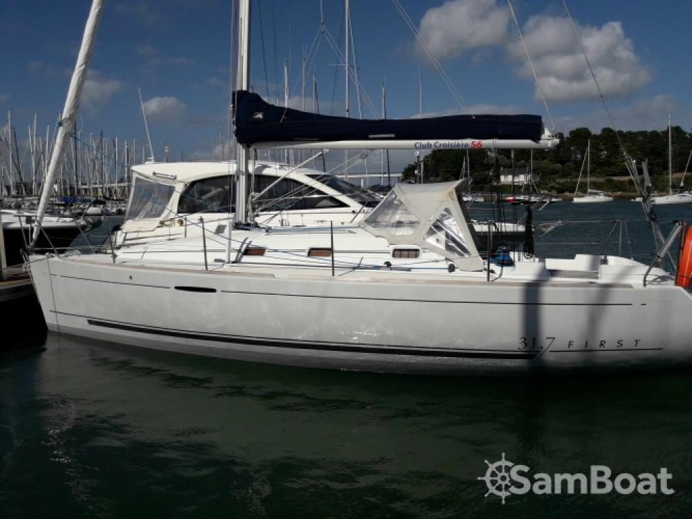 Rental yacht La Trinité-sur-Mer - Bénéteau First 31.7 on SamBoat