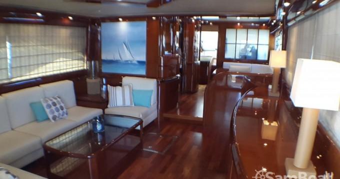 Location Yacht Astondoa avec permis