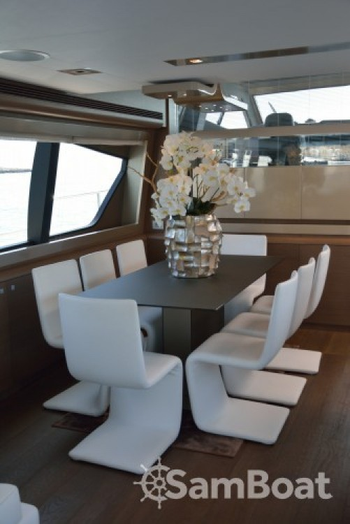 "Ferretti 24.71 metres (81' 1"") entre particulares y profesional Cannes"