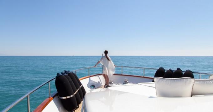"Location bateau Antibes pas cher 23.60 metres (77' 5"")"