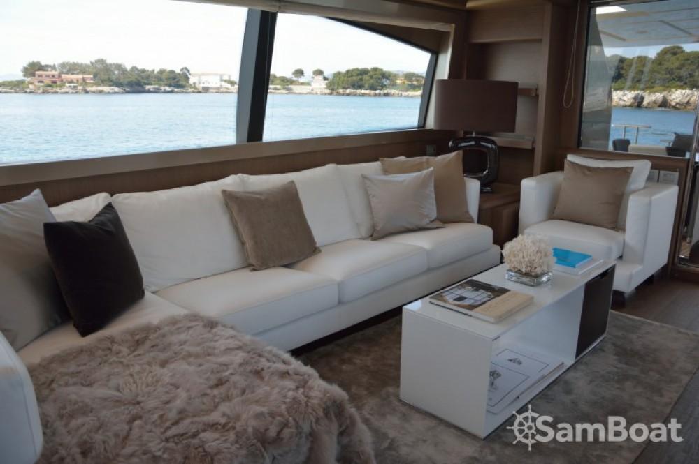 """Ferretti 24.71 metres (81' 1"""") between personal and professional Cannes"""