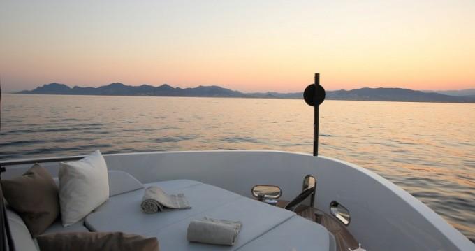 Location bateau Arcadia-Yachts 25.90 metres (85') à Cannes sur Samboat