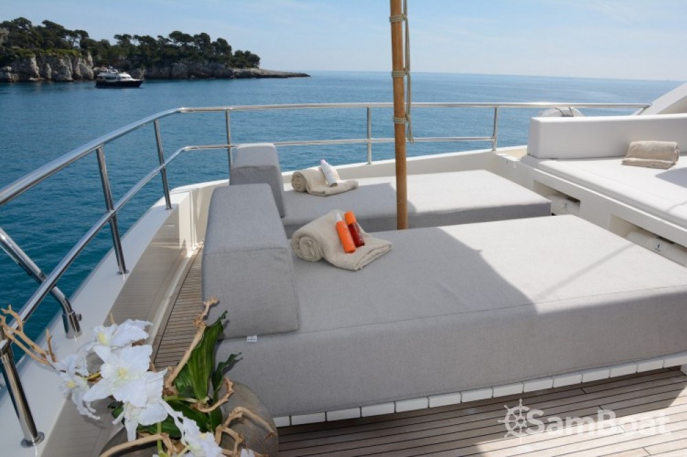 "Boat rental Ferretti 24.71 metres (81' 1"") in Cannes on Samboat"