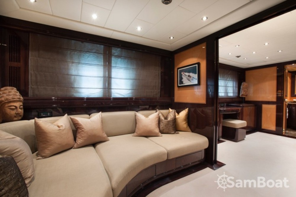 "Alquiler de barcos Cannes barato de 28.06 metres (92' 1"")"