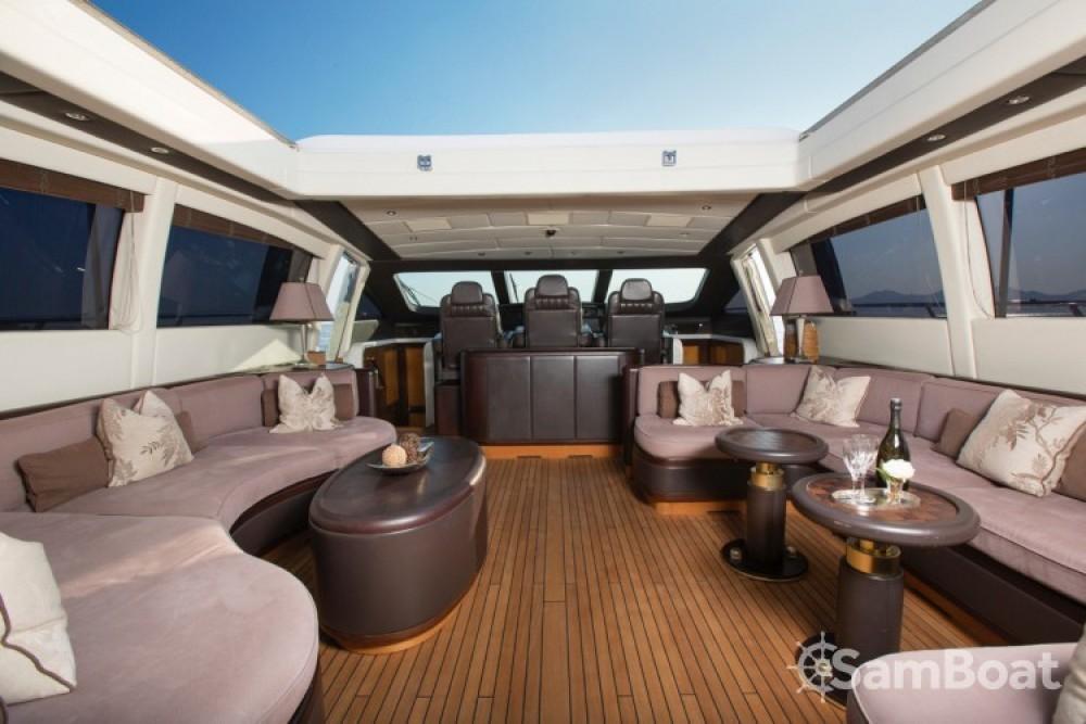Alquiler Yates Mangusta con título de navegación
