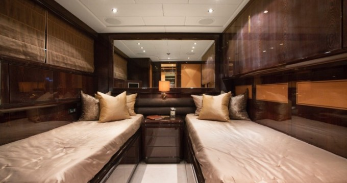 "Location yacht à Cannes - Mangusta 28.06 metres (92' 1"") sur SamBoat"