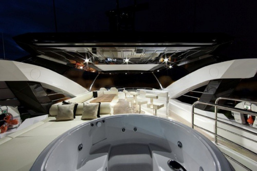 "Alquiler de barcos Saint-Tropez barato de 28.15 metres (92' 4"")"