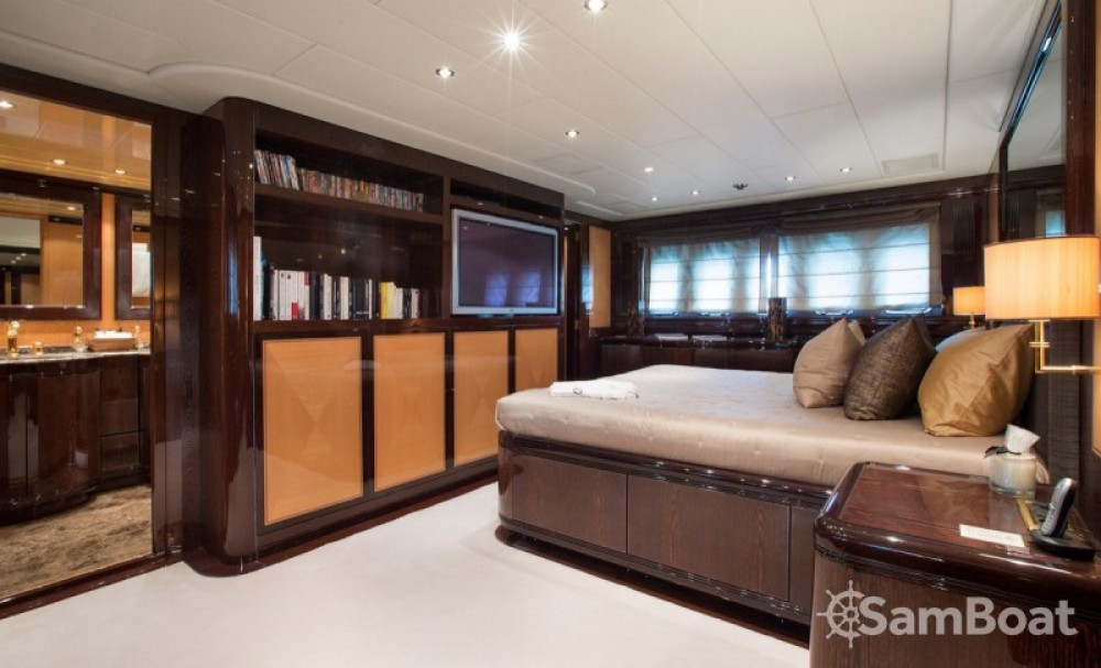 Hire Yacht with or without skipper Mangusta Cannes