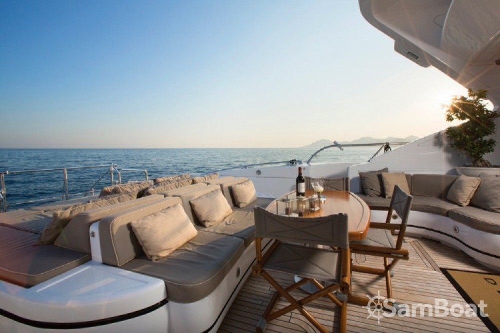 """Rent a Mangusta 28.06 metres (92' 1"""") Cannes"""