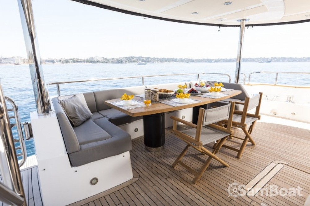 """Sunseeker 28.15 metres (92' 4"""") between personal and professional Saint-Tropez"""