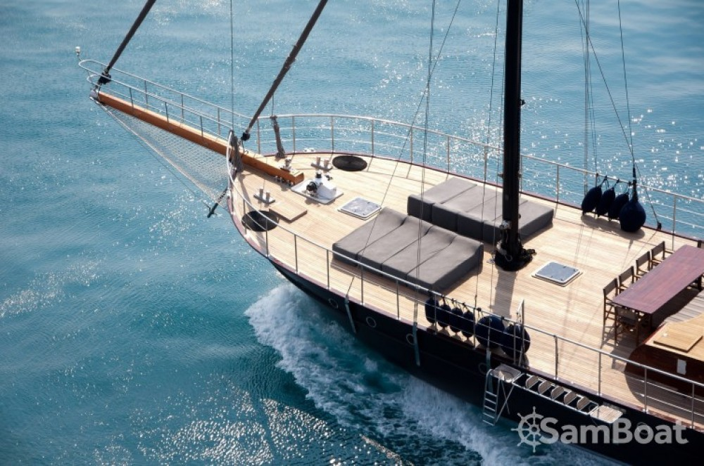 Boat rental Cannes cheap 32.00 metres (105')