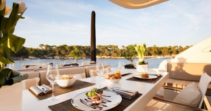 """Location bateau Cannes pas cher 34.11 metres (111' 11"""")"""