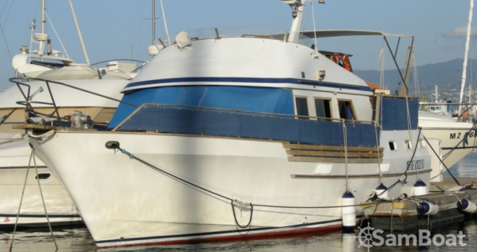 Location Bateau à moteur Trawler avec permis