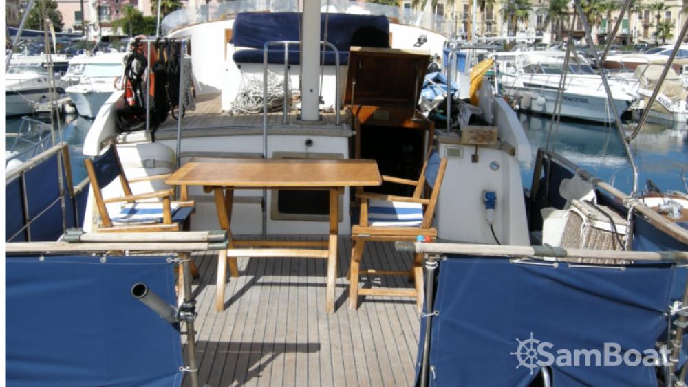 Location bateau Milazzo pas cher Trawler 40
