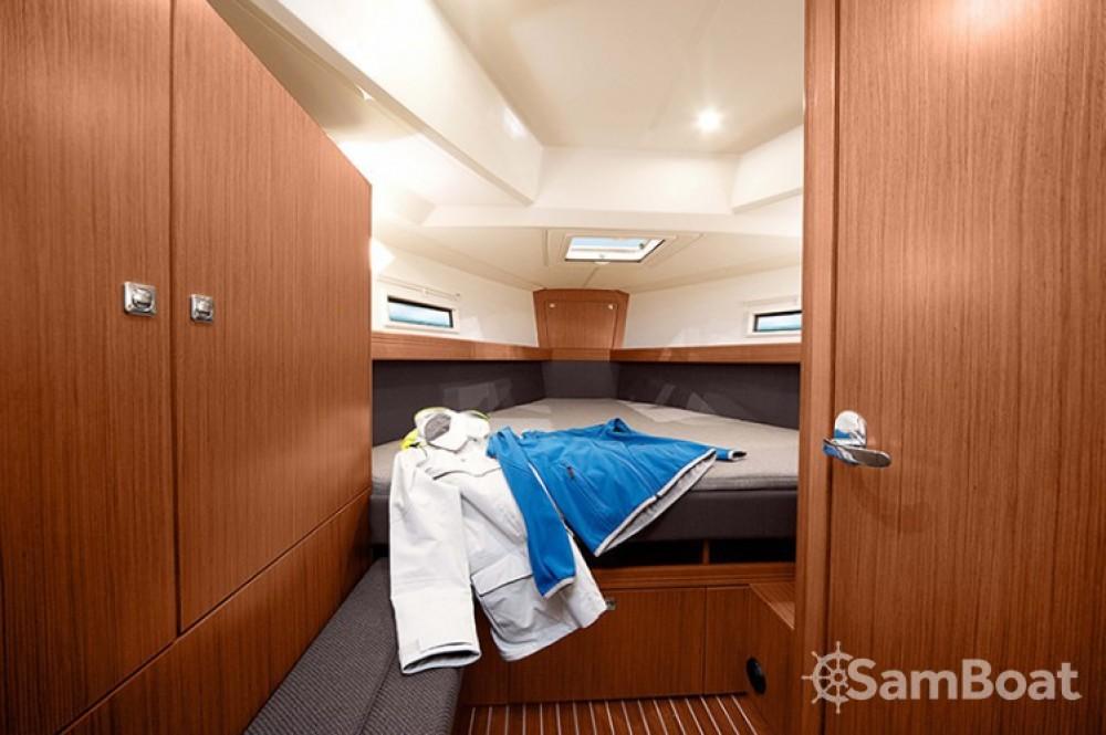 Rent a Bavaria Cruiser 41 Pula