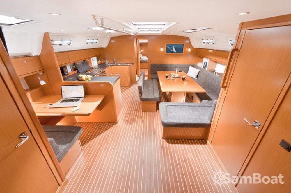 Rental yacht Jezera - Bavaria Cruiser 50 on SamBoat