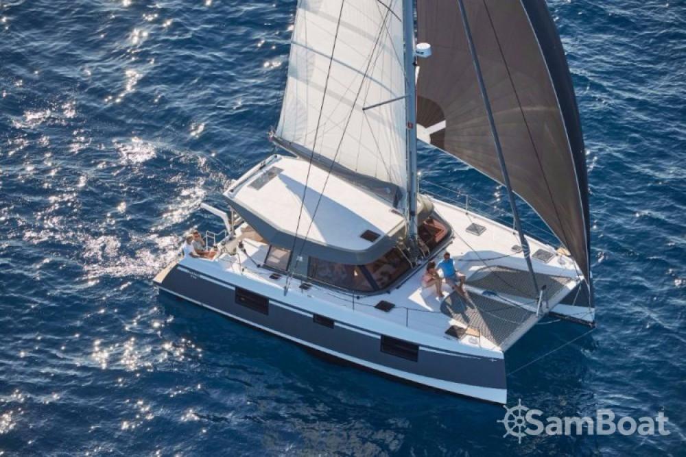 Alquiler Catamarán Bavaria con título de navegación