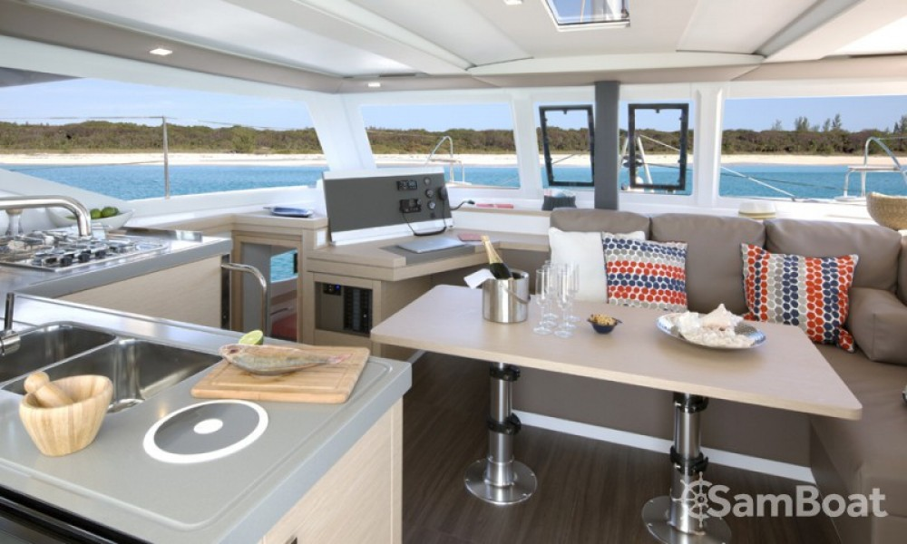 Rental Catamaran in Marmaris Yacht Marina A.Ş - Fountaine Pajot Lucia 40